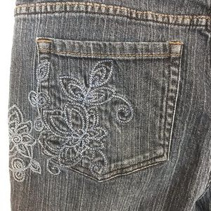 HOST PICK 🌺 Liz Claiborne Sz 14 Embroidered Jeans